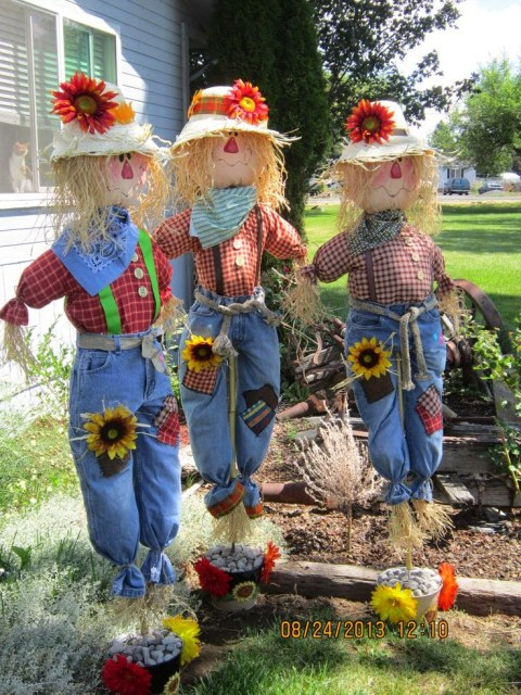Decorating with scarecrows for Scarecrow home decorations co ltd