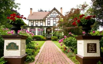 Vintage Gardens Bed and Breakfast (The Jackson & Perkins Estate) Newark, NY