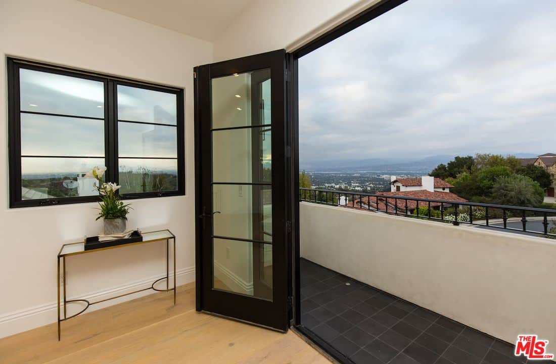 Cheerful Black Tiled Acustomized Serena Home Beverly Hills Serena Williams House Beverly Hills Serena Williams House Bel Air Serena Balcony A View curbed Serena Williams House