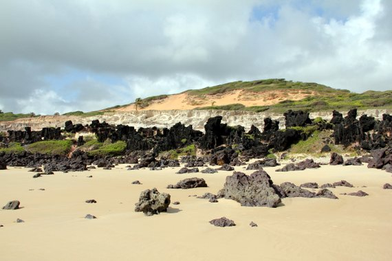 Praia de Pipa rock formations