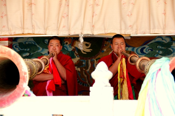 Tibetan horn players in Benzilan