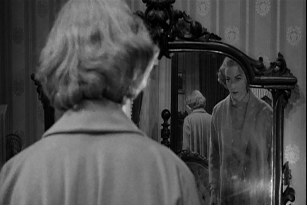 3. Psycho, Lila in mirror