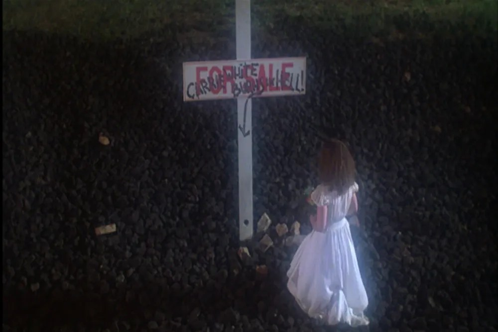 2. Carrie, ending, cross