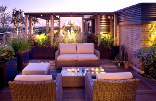 Calm-Lighting-and-Rattan-Furniture-in-Small-Garden