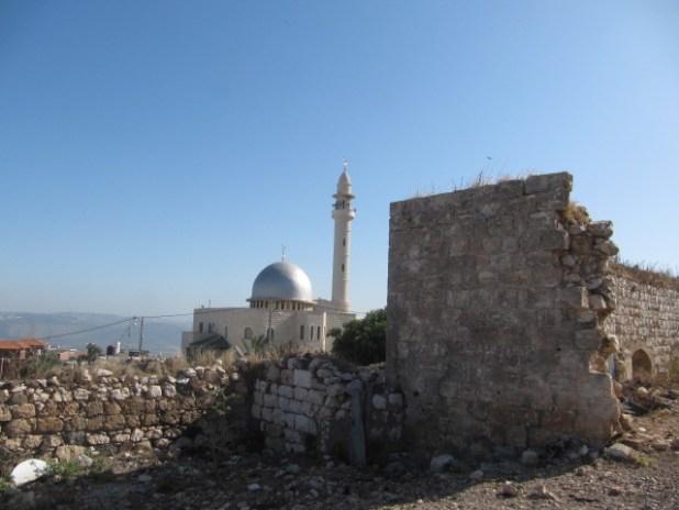 מבנים היסטוריים ליד המסגד החדש במרכז כפר דחי