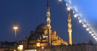 אורות המסגד החדש בלילה