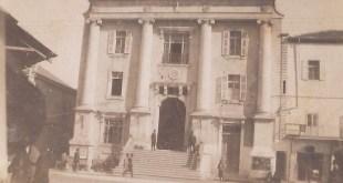"""המבנה, שנודע בשם """"הסראיה"""", הוקם בסוף המאה ה-19 ושימש את המושל התורכי של יפו. לאחר הכיבוש הבריטי המשיך המבנה לשמש את הממשל המנדטורי ביפו."""