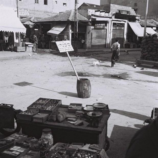 שוק הכרמל 1948 צילום: הנס פין