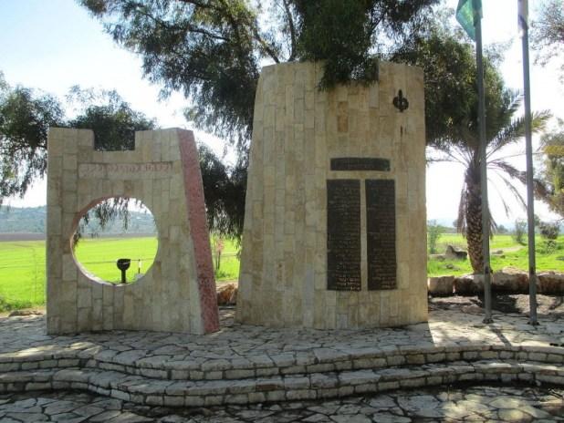 אנדרטת אלכסנדרוני ליד לטרון צילום: Avi1111 dr. avishai teicher