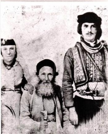 הרב הקונסול יעקב חי עבו ורעייתו אסתר מלכה, עם שומר הראש הטורקי, הקאוואס