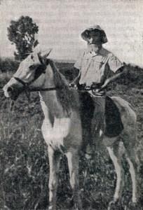 """האדמו""""ר החלוץ על סוס בשדה"""