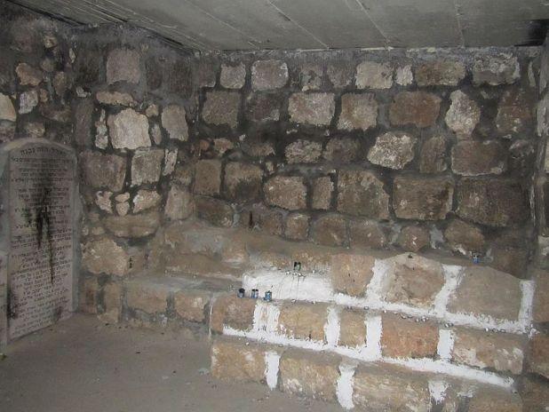 קבר האבן עזרא ביישוב כאבול צילום: צלם