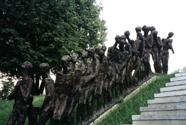 אנדרטת הבור, אתר ההנצחה ליהדות בלארוס במינסק צילום:Mikej007