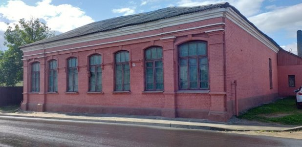 Once a Yeshiva in Borisov. All Jewish decorations have been removed. Sept. 2019