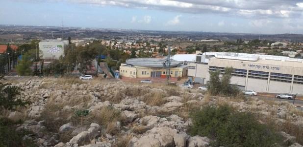 מצפה אלקנה - מרכז הישוב
