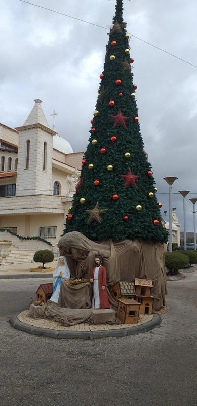 קישוטי חג המולד בכנסית מר מרון