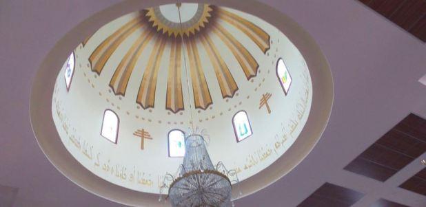 גג הכנסייה עם פסוק בכתב ארמי