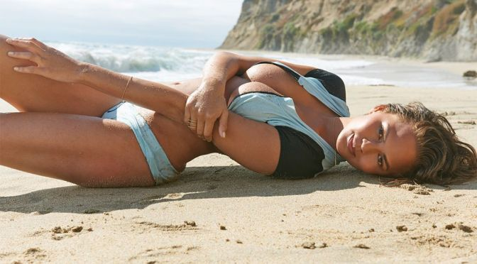 Chrissy Teigen – Sports Illustrated Swimsuit Issue 2015