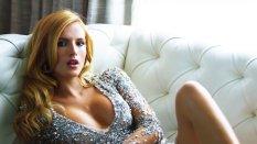 Bella Thorne (27)