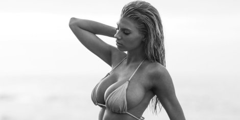 Charlotte McKinney(3)