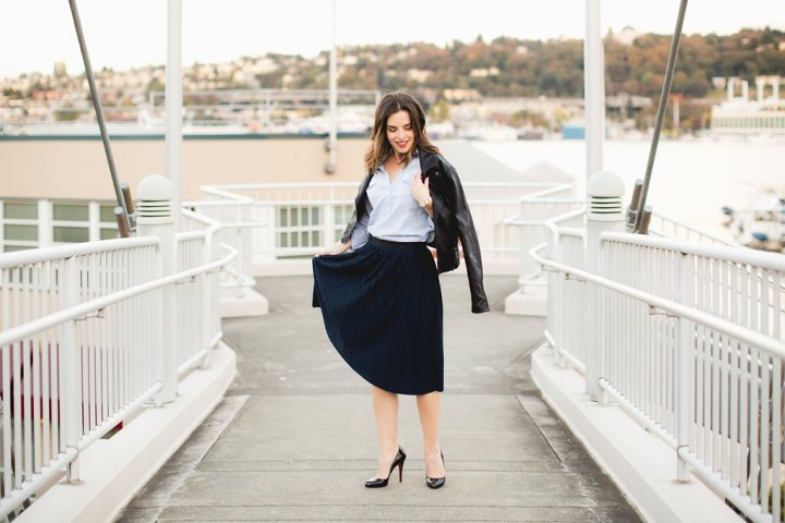 navy-blue-pleated-skirt-outfit-2