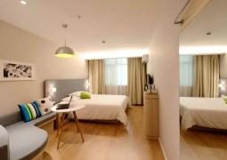 Hotel room pixabay