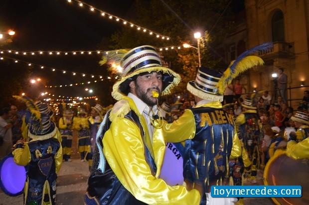 Brillo, color, fiesta, alegría y multitud en los Corsos 2016
