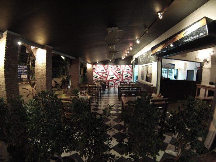 3 monkey's Cafe