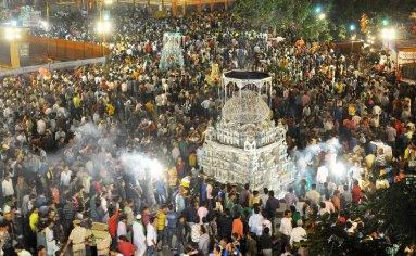 watch-on-a-muharram-procession