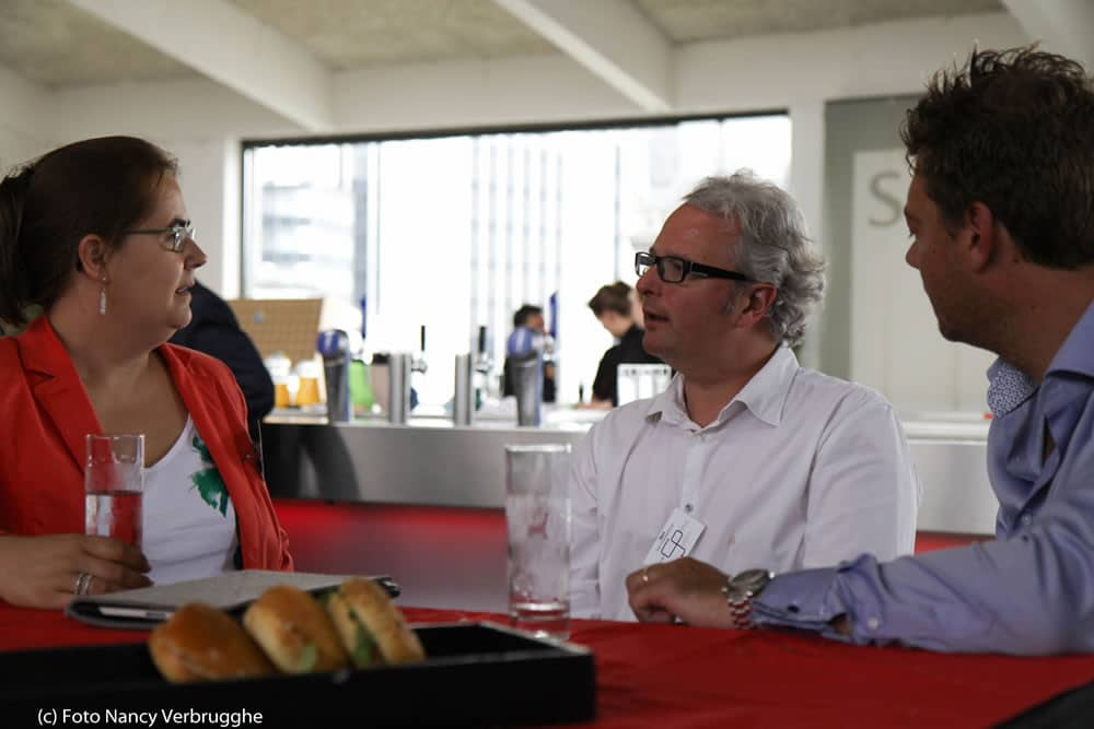 Anja Cappelle and Bert Van Wassenhove networking at the Social Business Sessions by i-SCOOP – picture Nancy Verbrugghe