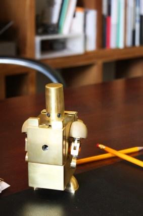 Игрушки-гаджеты Kinetic Robot для офисного стола (7)