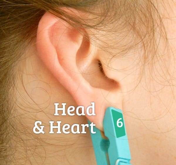 היא שמה אטב כביסה על האוזן. אתם חושבים שזו שטות? זה גאוני!