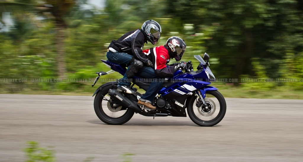 New Yamaha R15 V2.0 2011 37 yamaha r15 v2.0 yamaha r15 v2 review yamaha r15 2011 r15 v2 review r15 old versus new new r15 review new r15 motorcycle news india motorcycle news