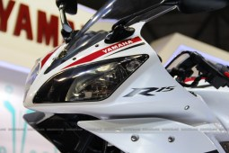AutoExpo2012: Yamaha   R15 new colors and overall report
