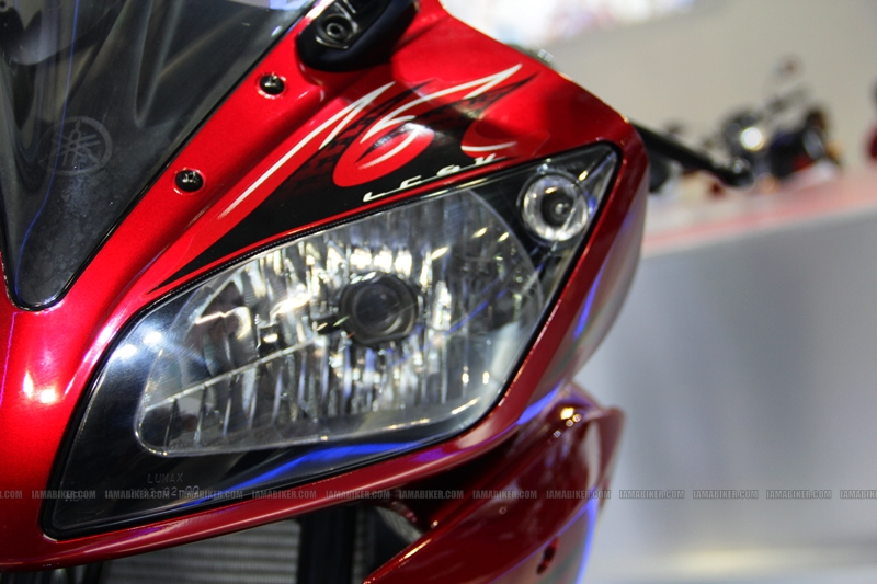 R15 New Colors at AutoExpo2012 (4)
