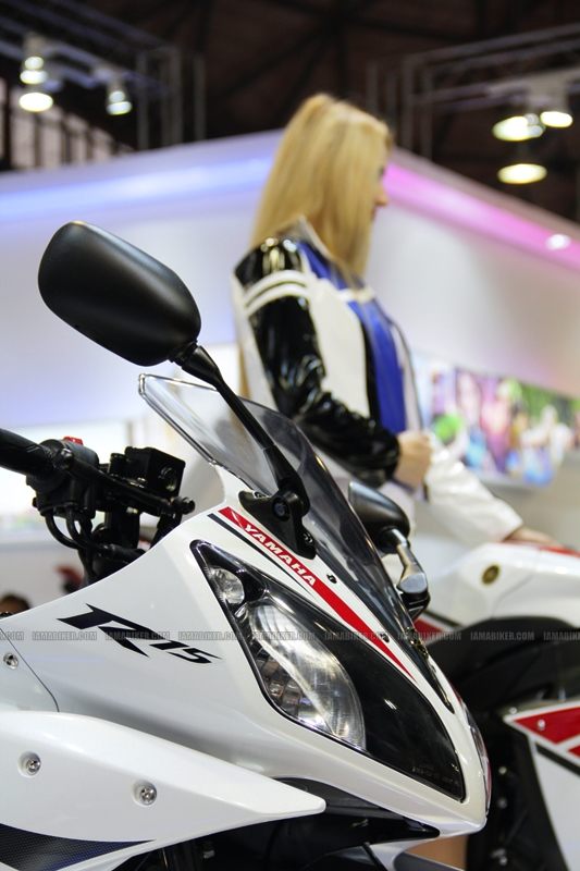 R15 New Colors at AutoExpo2012 (7)