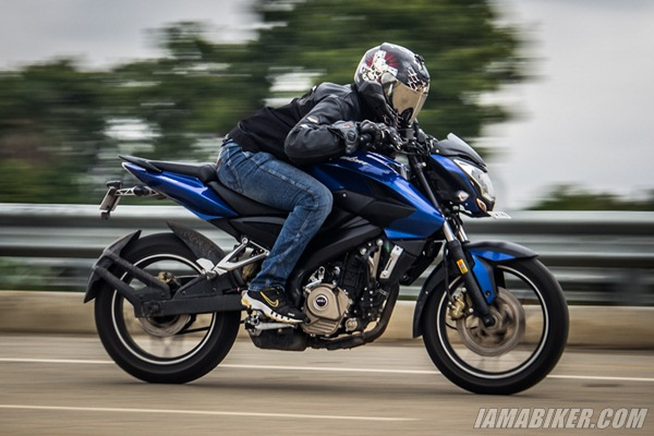 p200 ns review engine and performance pulsar 200ns topspeed pulsar 200ns mileage pulsar 200ns pulsar 200 ns review new pulsar 200 review new pulsar 200 mileage bajaj pulsar 200ns