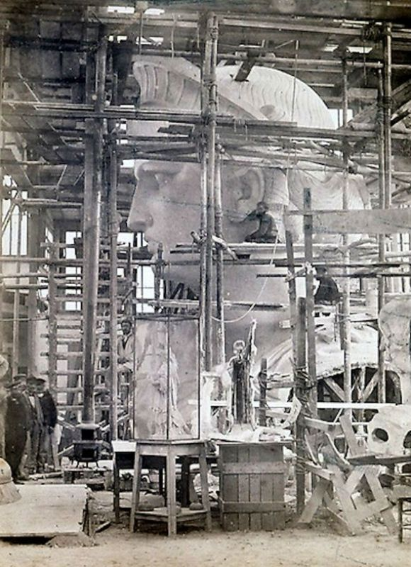08-Incredible-Photos-Statue-Liberty-Being-Constructed-Paris