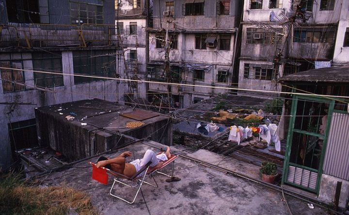 most-densely-populated-place-on-earth-kowloon-walled-city-5__880