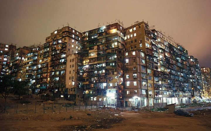 most-densely-populated-place-on-earth-kowloon-walled-city-6__880