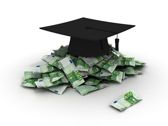 graduation hat with euro money
