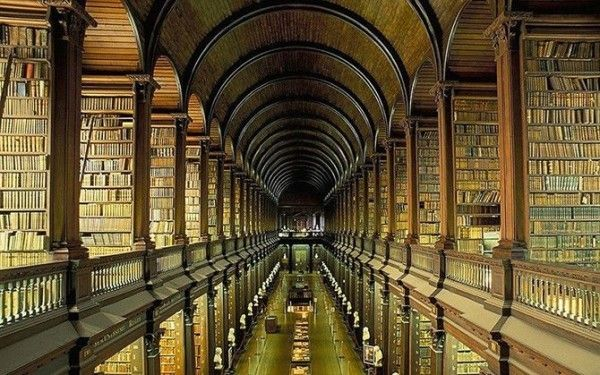 Library-of-Trinity-College-in-Dublin-Ireland-600x375