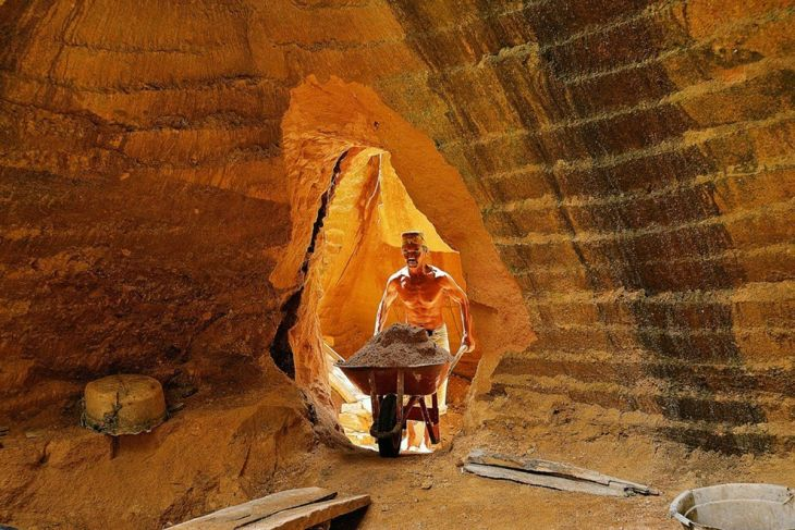 finalist-this-man-works-in-the-hills-to-mine-calcium-stone-and-sand-that-are-sold-as-building-materials