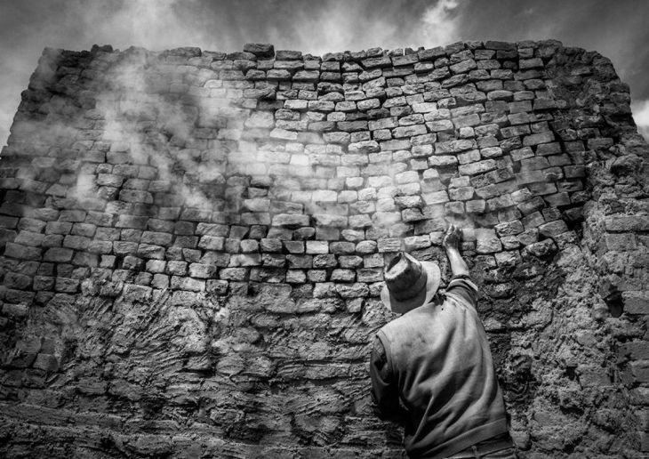 latin-america-and-caribbean-winner-this-peruvian-man-lives-in-a-neighborhood-of-more-than-200-families-that-are-dedicated-to-brick-manufacturing