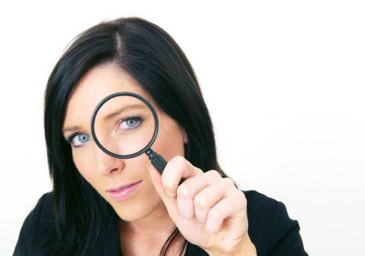girl-with-magnifying-glass