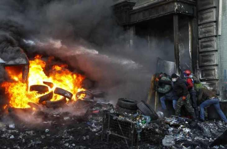 beginning-in-november-2013-ukrainians-protested-the-governments-decision-to-distance-itself-economically-from-europe-in-a-movement-that-became-known-as-euromaidan-the-protests-exploded-into-violence-and-bur-75