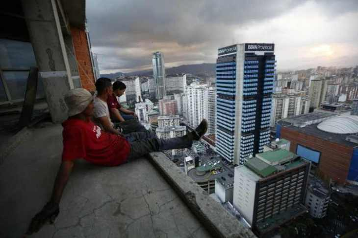 the-tower-of-david-in-caracas-venezuela-is-the-tallest-slum-in-the-world-in-february-reuters-photographer-jorge-silva-went-there-to-capture-what-life-was-actually-like-for-those-living-there-here-men-rested-75
