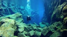 Dive between the European and American continental plates(Silfra Dive)