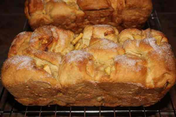 Apple Cinnamon Loaf with Cinnamon-Sugar Topping