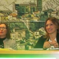 La scrittrice con la relatrice Nina Ciccarone